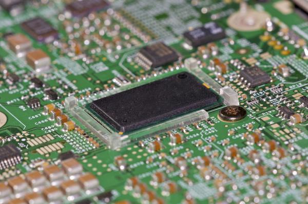 primer plano componente reparacion procesador voltio