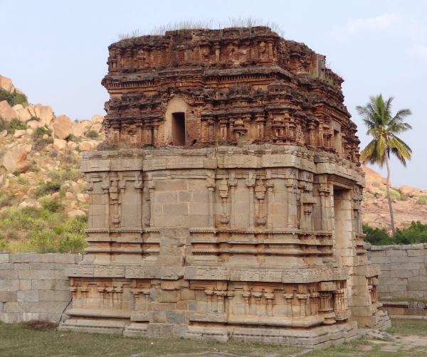 historico templo parque piedra luz soleado