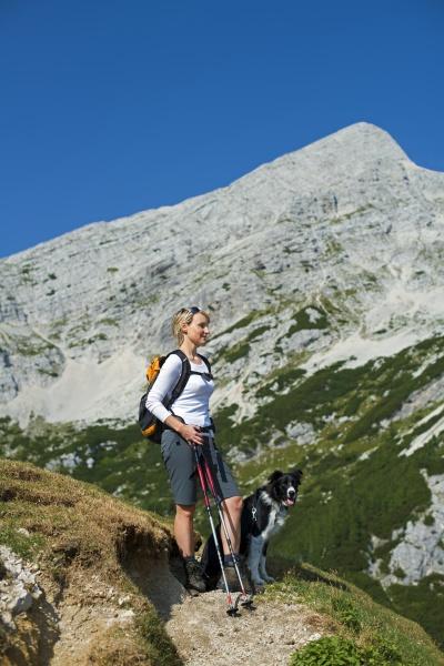 mujer deporte deportes montanyas perro ver