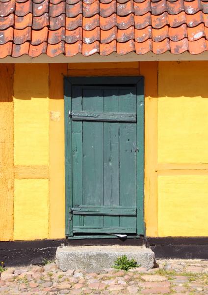 entrada puerta verano veraniego viejo amarillo
