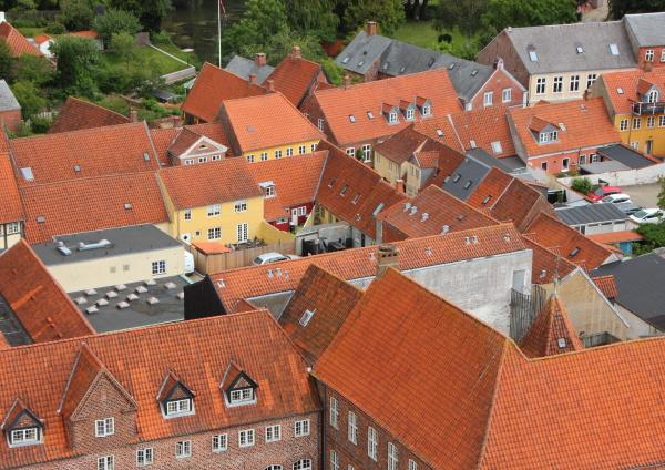 ciudad, con, techo, de, teja, roja - 15719196