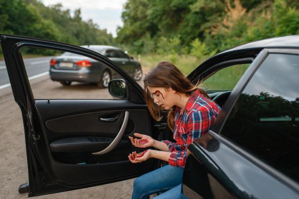 conductora, con, ceja, rota, tras, accidente - 28083506