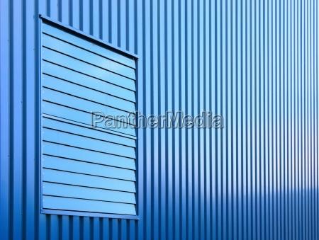 azul ventana lineas horizontalmente fachada perpendicular
