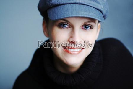 mujer azul risilla sonrisas mujeres luz
