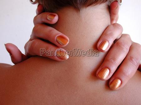 dedo viajes dedo en el cuello