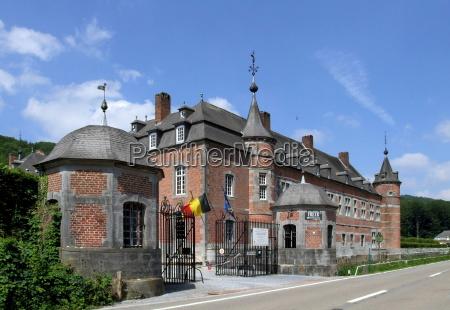 historico torres belgica residencia ardennen