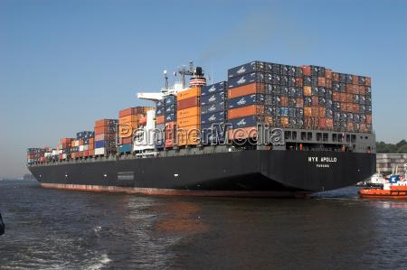 barco de contenedores negro ondas puerto