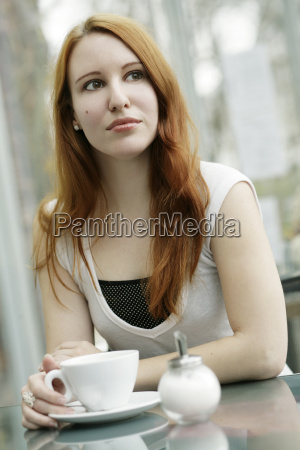 mujer cafe taza esperar espera mixto