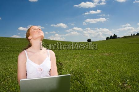 mujer portatil computadoras computadora ordenador luz