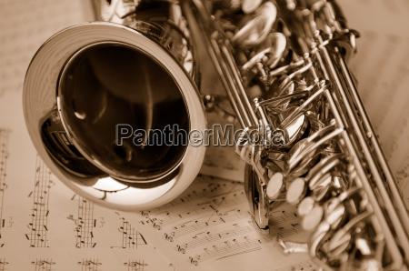 saxofon con las notas