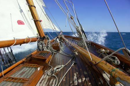 navegando a bordo de un yate