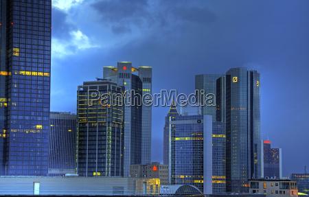 ciudad edificio de oficinas construccion rascacielos