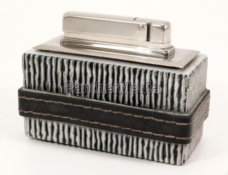 encendedor encender piezoelectrico humo viejo