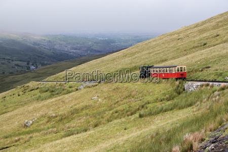 tren vehiculo transporte montanyas ver gales