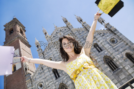mujer risilla sonrisas catedral libertad compras