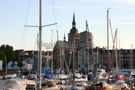 igreja cidade hansestadt barcos a vela