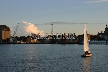 por do sol noite hansestadt barcos