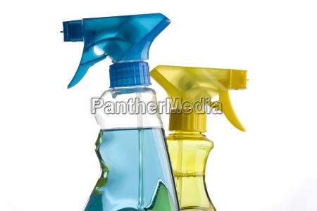 frascos de spray azuis e amarelas