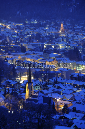 city garmisch partenkirchen at night