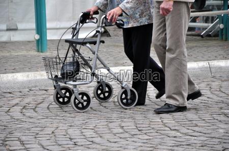 mayor con el caminante