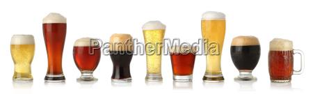 varios vasos de diferentes cervezas