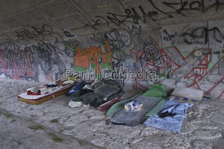 puente grafiti fuera bajo social alojamiento
