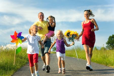 corriendo por la colina