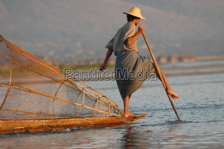 pescador de agua dulce lago agua