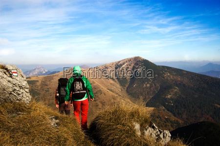 superior montanyas por encima cumbre turistico