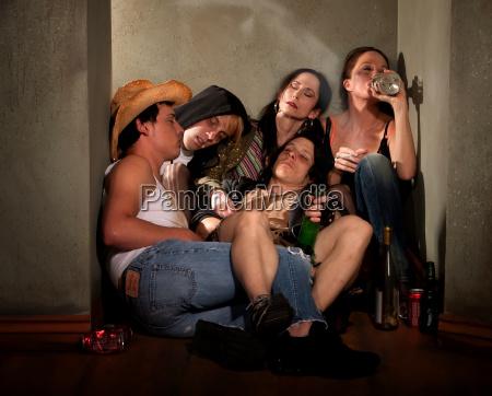 los, maridores, rodeados, de, botellas, de - 2816855