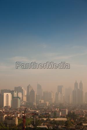 niebla con humo sobre una gran