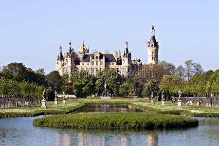 castillo de schwerin en primavera