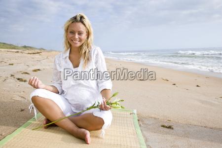 mujer playa la playa orilla del