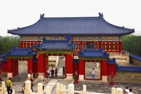 turistas en un templo templo del