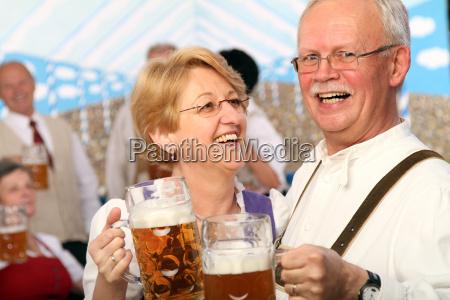celebrar celebra baviera octoberfest pensionista mayor