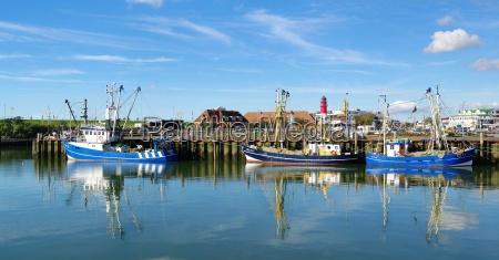 barcos en el puerto del mar