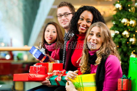 friends at christmas in the shopping