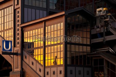 puesta del sol puerto reflexion hamburgo
