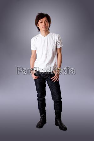 masculino posicion camisa asiatico permanente casual