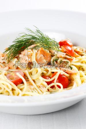 espaguetis con salmon