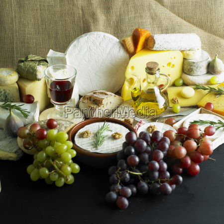 queso bodegones con vino tinto