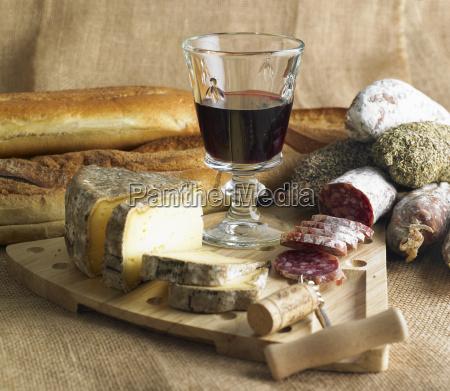 vida inmovil con el vino rojo