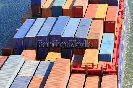 contenedor en un buque de carga