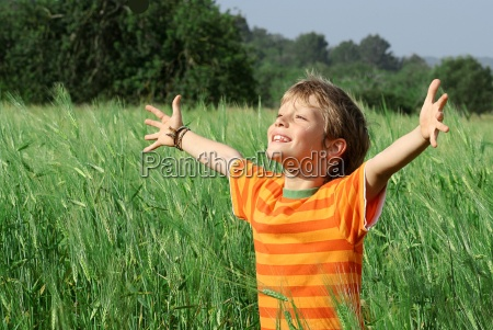 verano veraniego ninyo encantado feliz alegre