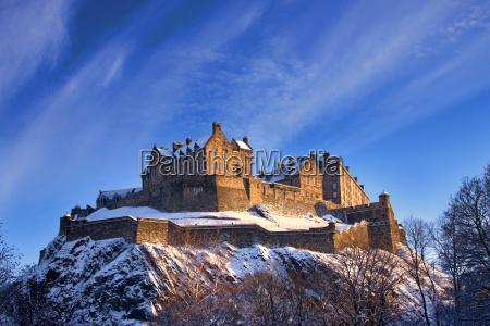 castillo de edimburgo en una puesta