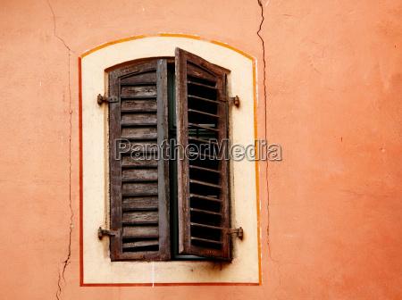 ventana madera persianas obturador viejo
