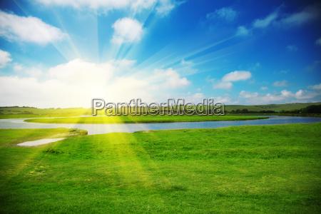 sol sobre un campo