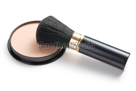 cepillo del maquillaje y compacto de