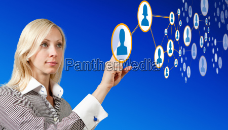 empresaria trabaja con una red futurista