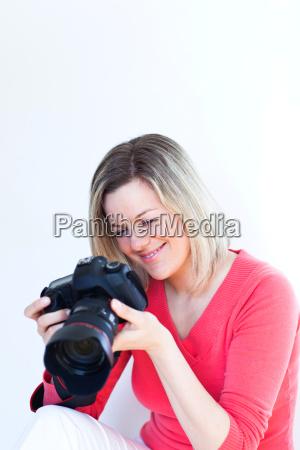 bonita fotografa femenina con su camara